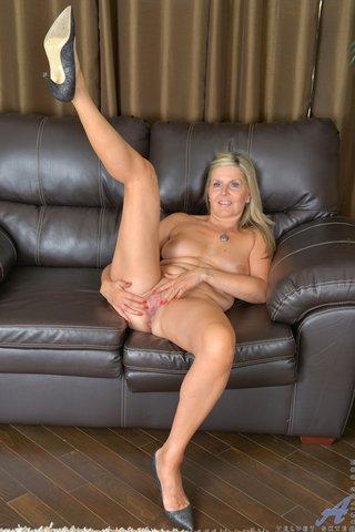 model big tit blonde