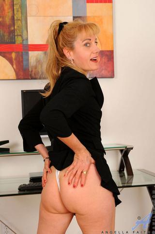 mature office girl enjoys