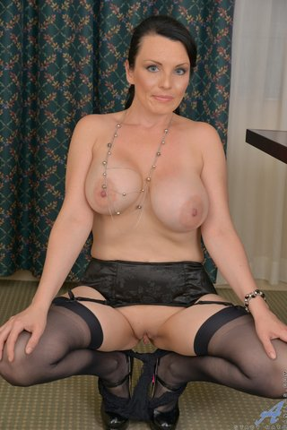 shaved canadian mom