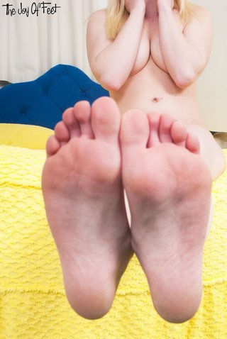 super blonde feet