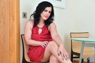 latina lingerie mom