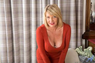 amazing plump blonde enjoys