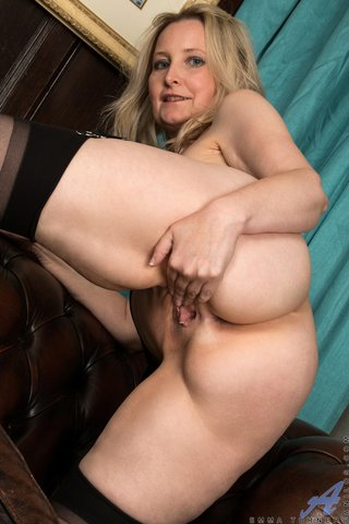 mature housewife blonde tits