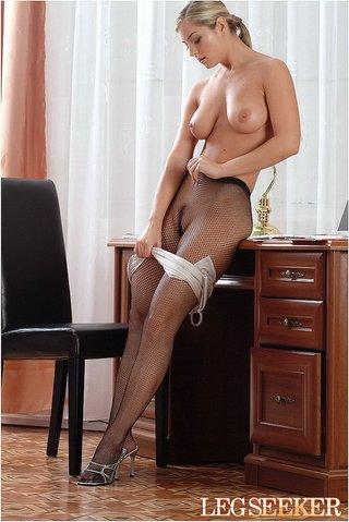 gorgeous vixen wearing nice