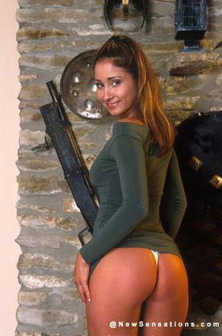 brown haired chick strips