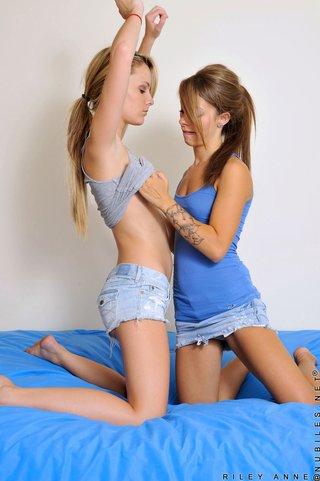 brunette lesbian girlfriends