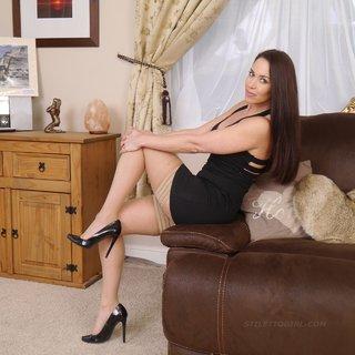 beautiful hot legs feet