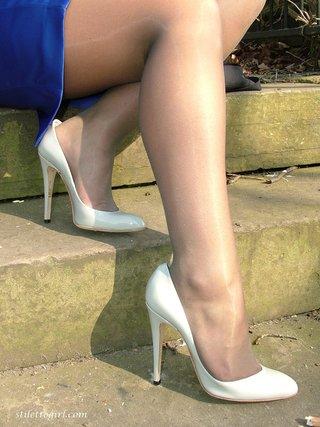 horny heels blonde