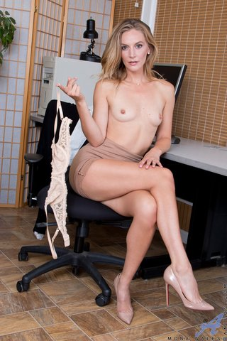 shaved amateur secretary