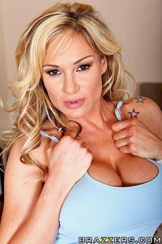 juicy blonde vixen blowjob