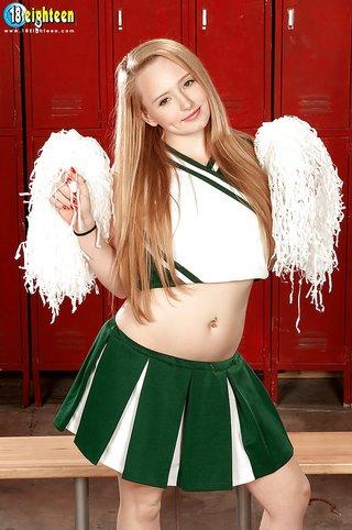 naked teen cheerleader