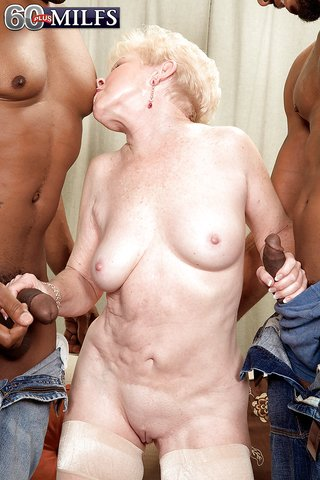 oral interracial threesome