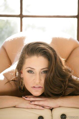 lesbian gorgeous brunette
