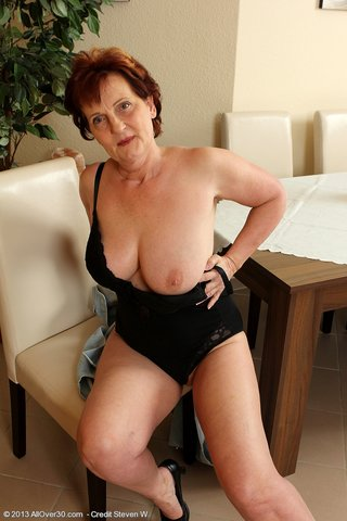 natural boobs mature undressing
