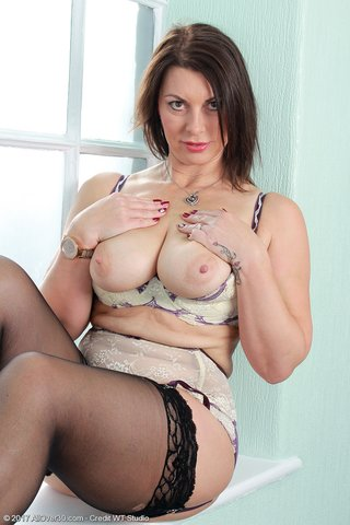 hot gorgeous mature