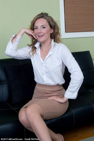 tiny secretary