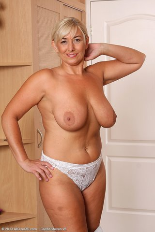 saggy tits chubby blonde