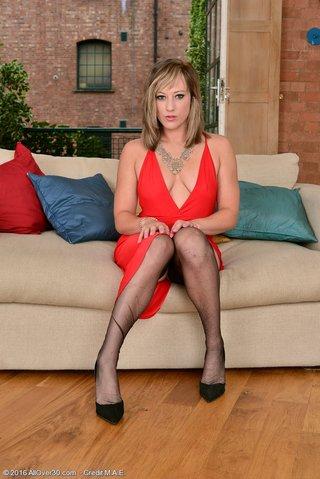 blonde saggy dress