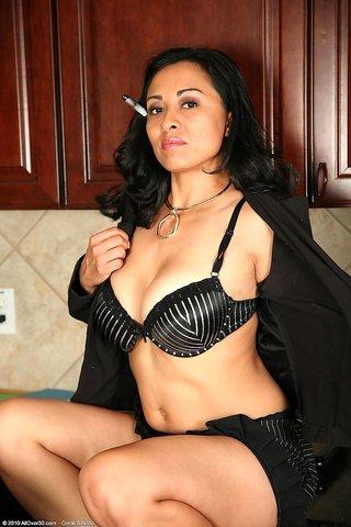 mature latina