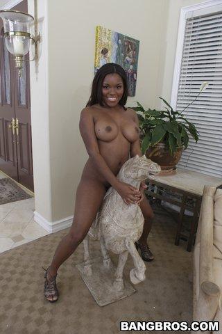 african hot brunette babe