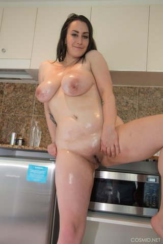 sexy chubby brunette amateur