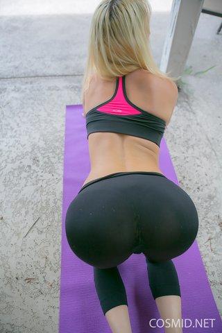 flexible hot blonde amateur