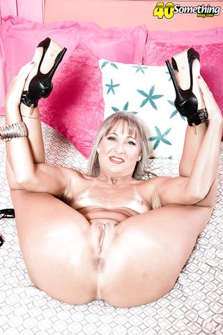 american tiny mature housewife