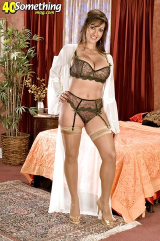 american stripping mature housewife