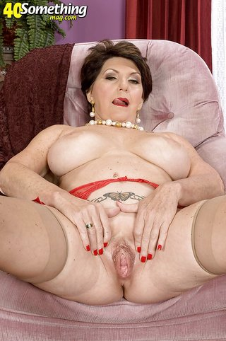 american fat brunette housewife