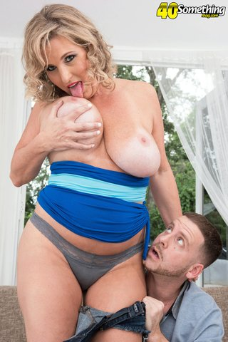 american sexual mature housewife